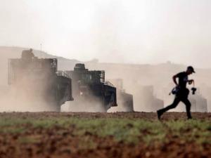 israel-tanks-photographer-running-ap