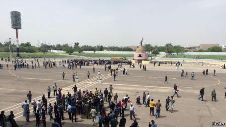 Baghdad parliament flees