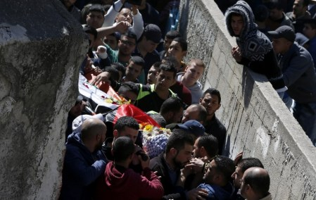 Palestinian mourners attend the funeral of Eyad Omar Sajdia, 22, who was killed during clashes with Israeli security forces at the Qalandya Refugee camp on March 1, 2016 in the Israeli-occupied West Bank. Two Israeli soldiers said to be using a traffic app mistakenly entered the refugee camp in the occupied West Bank overnight, sparking clashes that killed one Palestinian and wounded 15 people, officials said. / AFP / ABBAS MOMANI