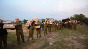 Israeli soldiers set up a field hospital in Nepal, following the deadly earthquake on April 28, 2015. (IDF Spokesperson's Unit)