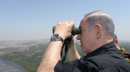 Israeli Prime Minister Benjamin Netanyahu looks through binoculars during his visit in the Northern district border of Israel on August 18, 2015. Photo by Amos Ben Gershom/GPO *** Local Caption *** ???? ??? ?????? ?????? ?????? ?????? ????? ????? ???? ????