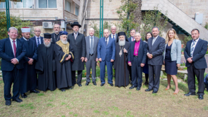 Jason Greenblatt (center, in gray), the US administration's special envoy for international negotiations, with members of the Council of Religious Institutions in the Holy Land at a gathering at the US Consulate-General in Jerusalem, March 16, 2017 (courtesy US Embassy Tel Aviv)