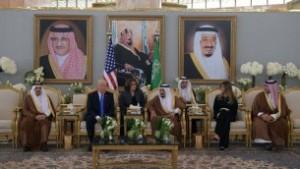 US President Donald Trump (C-L) and Saudi Arabia's King Salman bin Abdulaziz al-Saud (C-R) stop for coffee, in the presence of First Lady Melania Trump (R), in the terminal of King Khalid International Airport in Riyadh on May 20, 2017. (AFP Photo/Mandel Ngan)