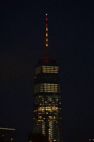 The lights of One World Trade Center are lit in the colors of the Spanish flag to honor the victims of the Barcelona terror attack on August 17, 2017 in New York. (AFP/Bryan R. Smith)