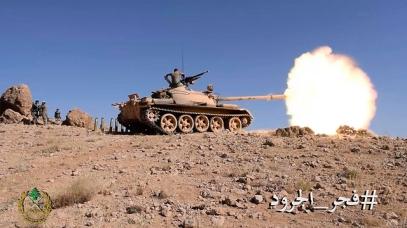 Hezbollah tanks fire on Syria-Lebanon border (Photo: AP) (Photo: AP)