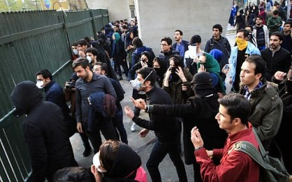 Iranian students protest at the University of Tehran during a demonstration driven by anger over economic problems, in the capital Tehran on December 30, 2017. (AFP/ STR)