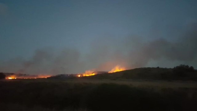 Fire sparked by incendiary kites in the Or HaNer area in southern Israel