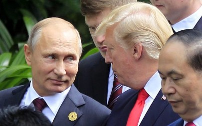 Russian President Vladimir Putin, left, and US President Donald Trump during the Asia-Pacific Economic Cooperation (APEC) Summit in Danang, Vietnam, November 11, 2017. (AP Photo/Hau Dinh)