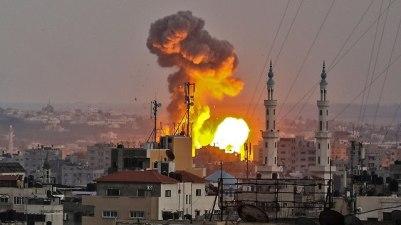 IDF pounds Gaza (Photo: AFP)