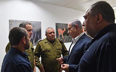Minister lamnar israels regering