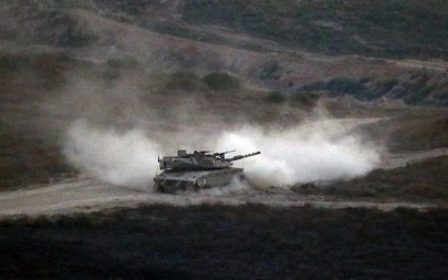An Israeli army tank patrols along the border between Israel and the Gaza Strip on May 29, 2018. (Jack GUEZ/AFP)