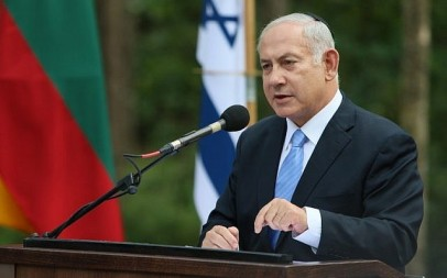 Prime Minister Benjamin Netanyahu speaks during a remembrance ceremony at the Paneriai Holocaust Memorial near Vilnius, Lithuania, on August 24, 2018. (AFP Photo/Petras Malukas)