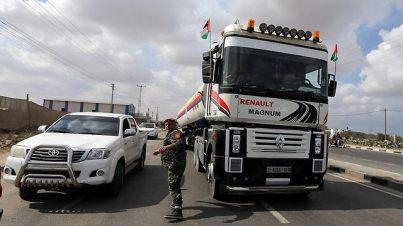 Qatari fuel brought to Gaza (Photo: Reuters)