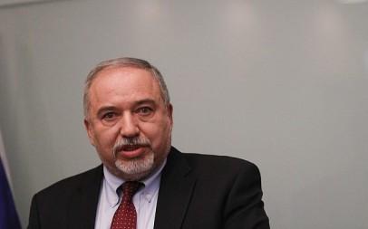 Avigdor Liberman announces his resignation as defense minister during a Jerusalem press conference, November 14, 2018 (Yonatan Sindel/FLASH90)
