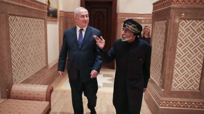 Netanyahu meets with Sultan Qaboos in Oman (Photo: AP)