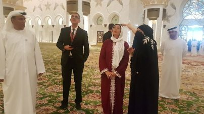 Regev visits the Sheikh Zayed Mosque (Photo: Chen Kedem Maktubi)