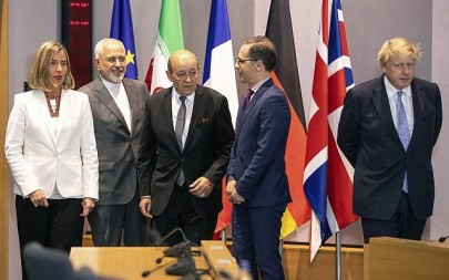 From left, European Union foreign policy chief Federica Mogherini, Iranian Foreign Minister Javad Zarif, French Foreign Minister Jean-Yves Le Drian, German Foreign Minister Heiko Maas and British Foreign Secretary Boris Johnson pose for a photo during a meeting of the foreign ministers at the Europa building in Brussels, on May 15, 2018. (AP Photo/Olivier Matthys, Pool)