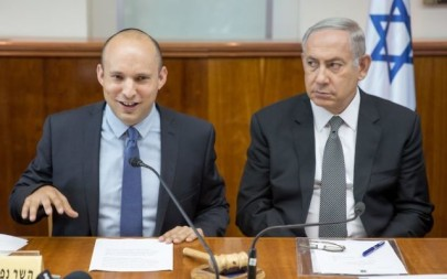 Prime Minister Benjamin Netanyahu, right, seen with Education Minister Naftali Bennett at the weekly cabinet meeting in Jerusalem on August 30, 2016. (Emil Salman/Pool)