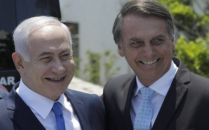 Prime Minister Benjamin Netanyahu (L) is welcomed by Brazil's President-elect Jair Bolsonaro at the Copacabana fort in Rio de Janeiro, Brazil, on December 28, 2018.  (Photo by Leo CORREA / POOL / AFP)