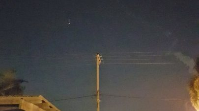 Smoke trail seen in the sky near Hadera, December 25, 2018 (Photo: Sa'ar Pardi)