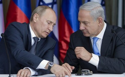 Russian President Vladimir Putin (left) with Prime Minister Benjamin Netanyahu as they prepare to deliver joint statements after a meeting and a lunch in the Israeli leader's Jerusalem residence, June 25, 2012. (AP/Jim Hollander, Pool)