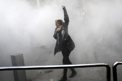 A protester against the regime on the streets of Tehran (Photo: AP)