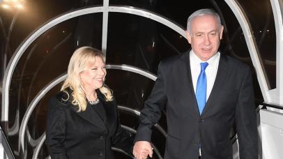 Prime Minister Netanyahu and his wife Sara board flight to Warsaw (Photo: Amos Ben Gershom/GPO)