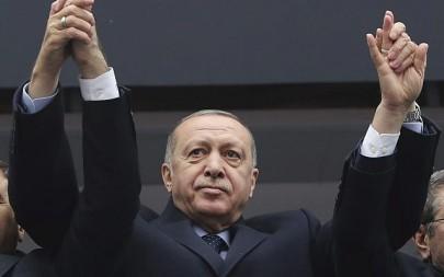 Turkey's President Recep Tayyip Erdogan waves to supporters during a rally in Giresun, Turkey, February 26, 2019. (Presidential Press Service via AP, Pool)
