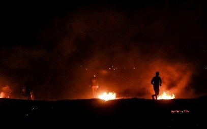 Palestinian protesters burn tires during a night protest near the border with Israel, east of Rafah in the southern Gaza Strip, on March 19, 2019. (Abed Rahim Khatib/ Flash90)