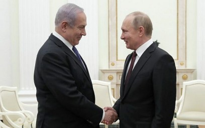 Russian President Vladimir Putin (R) shakes hands with Prime Minister Benjamin Netanyahu during a meeting at the Kremlin in Moscow on February 27, 2019. (MAXIM SHEMETOV / POOL / AFP)