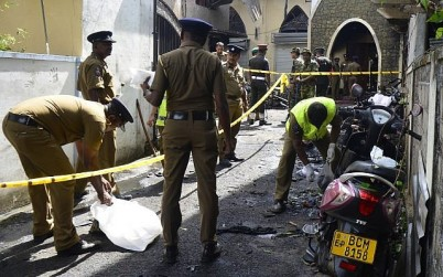 Sri Lankan security personnel and investigators look through debris outside Zion Church following an explosion in Batticaloa in eastern Sri Lanka on April 21, 2019. (LAKRUWAN WANNIARACHCHI / AFP)