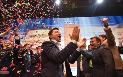 Ukrainian comedian and presidential candidate Volodymyr Zelensky reacts after the announcement of the first exit poll results in the second round of Ukraine's presidential election, at his campaign headquarters in Kiev, on April 21, 2019. (Genya SAVILOV / AFP)