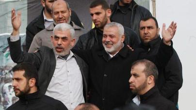Hamas leaders Yahya Sinwar and Ismail Haniyeh attend last weekend's March of Return protests on the Gaza border