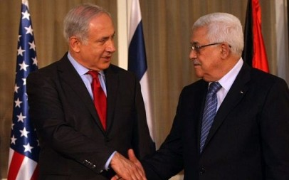 Prime Minister Benjamin Netanyahu (left) with Palestinian Authority President Mahmoud Abbas in Jerusalem, September 15, 2010. (Kobi Gideon/Flash90)