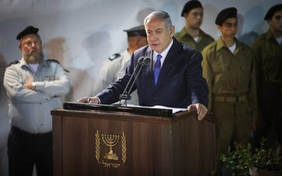 Prime Minister Benjamin Netanyahu eulogizes Zachary Baumel, who went missing at the Battle of Sultan Yacub in 1982, at the funeral Mount Herzl Military cemetery in Jerusalem on April 4, 2019. (Hadas Parush/Flash90)