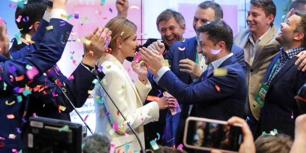 Jewish comedian Zelensky wins Ukrainian presidential race by landslide: exit poll