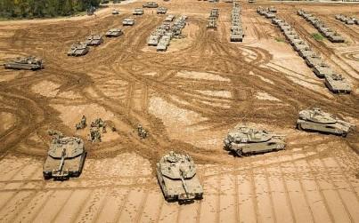 IDF tanks stationed near the Gaza border, March 27, 2019. (Dudi Modan/Flash90)