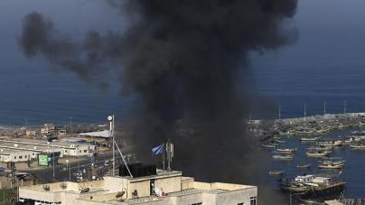 Smoke rises over a Gaza marine facility following IDF strikes (Photo: AFP)