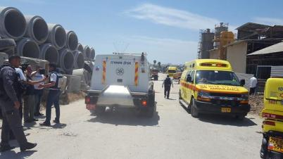 The site of a rocket strike on an Ashkelon factory (Photo: Ittay Shickman)