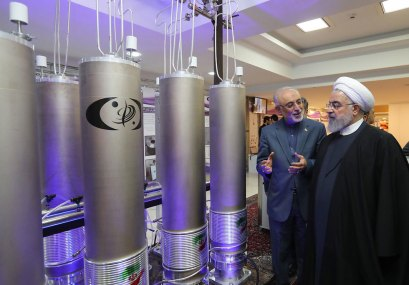 Iranian President Hassan Rouhani tours one of the country's nuclear facilities (Photo: AFP)