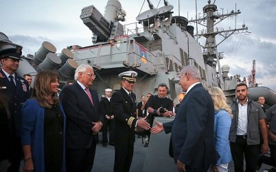 Prime Minister Benjamin Netanyahu, third right, and US Ambassador David Friedman, third left, aboard the US Navy's guided-missile destroyer USS Ross, docked at Ashdod Port on October 11, 2018. (Marc Israel Sellem/Pool/Flash90)