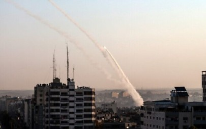 Palestinian rockets are being fired from Gaza city on November 12, 2019. (BASHAR TALEB/ AFP)
