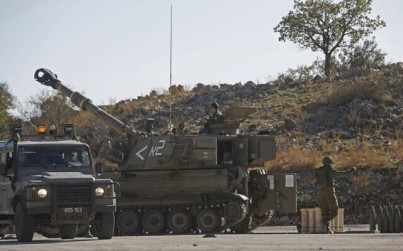 An Israeli M109 self-propelled howitzer is stationed near the border with Syria in the Israeli-annexed Golan Heights on November 19, 2019, after Israeli air defenses intercepted four rockets fired from neighboring Syria. (JALAA MAREY / AFP)