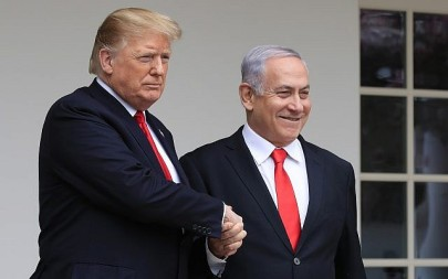 US President Donald Trump, left, welcomes visiting Prime Minister Benjamin Netanyahu to the White House in Washington, March 25, 2019. (Manuel Balce Ceneta/AP)