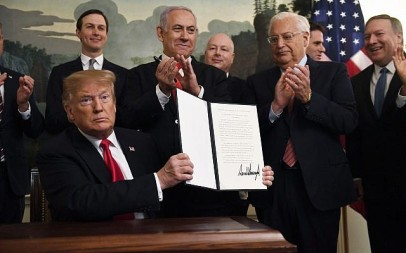 US President Donald Trump holds up a signed proclamation recognizing Israel's sovereignty over the Golan Heights, as Prime Minister Benjamin Netanyahu looks on in the Diplomatic Reception Room of the White House in Washington, March 25, 2019. (AP Photo/Susan Walsh)