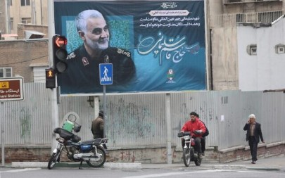 A billboard bearing a portrait of slain Iranian military commander Qasem Soleimani, the deputy commander of the Revolutionary Guards, hangs on a main road in the Iranian capital Tehran on January 4, 2020, one day after Soleimani and other members of the pro-Iranian Iraqi paramilitary group Al-Hashed Al-Shaabi were killed in a US air strike near Baghdad international airport (ATTA KENARE / AFP)