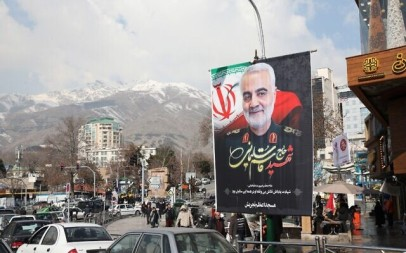 Iranians walk past a poster of slain military commander Qasem Soleimani off a main square in the Islamic republic's capital Tehran on January 11, 2020. (ATTA KENARE / AFP)