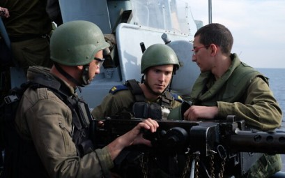 Israeli sailors prepare to fire a machine gun during a naval exercise off the coast of the northern Israeli city of Haifa on February 3, 2020. (Judah Ari Gross/Times of Israel)