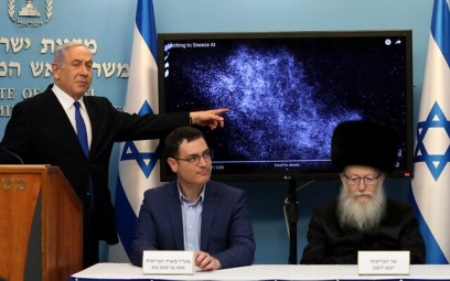 Prime Minister Benjamin Netanyahu, left,  with Health Ministry director-general Moshe Bar Siman Tov, center, and Health Minister Yaakov Litzman at a press conference about the coronavirus COVID-19, at the Prime Minister's Office in Jerusalem on March 11, 2020. (Flash90)