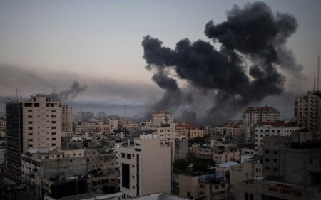 Smoke rises after Israeli airstrikes in retaliation for rocket fire, Gaza City, May 12, 2021 (AP Photo/Khalil Hamra)